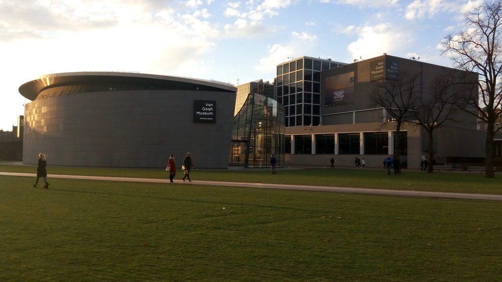 Музей Ван Гога - один из центров притяжения туристов