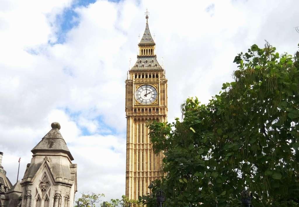 Башня Биг Бен Вестминстерского дворца в Лондоне