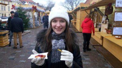Копченый сыр на рождественской ярмарке в Варшаве