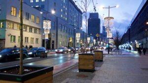 Главные проспекты города украшены световыми гирляндами