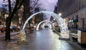Симпатичные световые арки создают удивительную и сказочную атмосферу