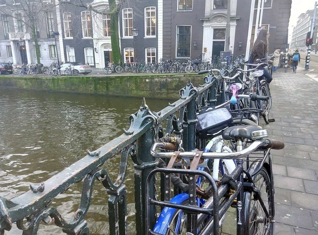 Велосипеды вокруг моста, Амстердам