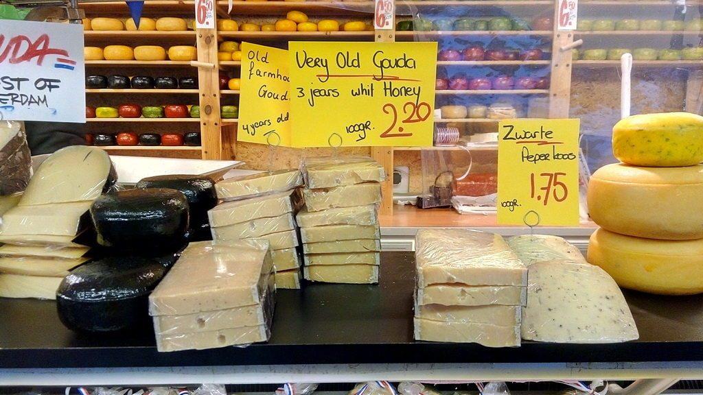 Сыр, конечно, здесь очень вкусный. Но цена в 150 рублей за 100 грамм говорит о многом.