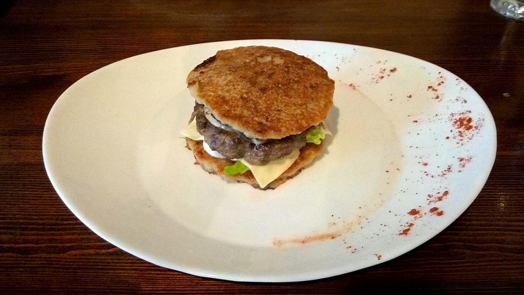 Национальная кухня Беларуси - где поесть драники - дранбургер