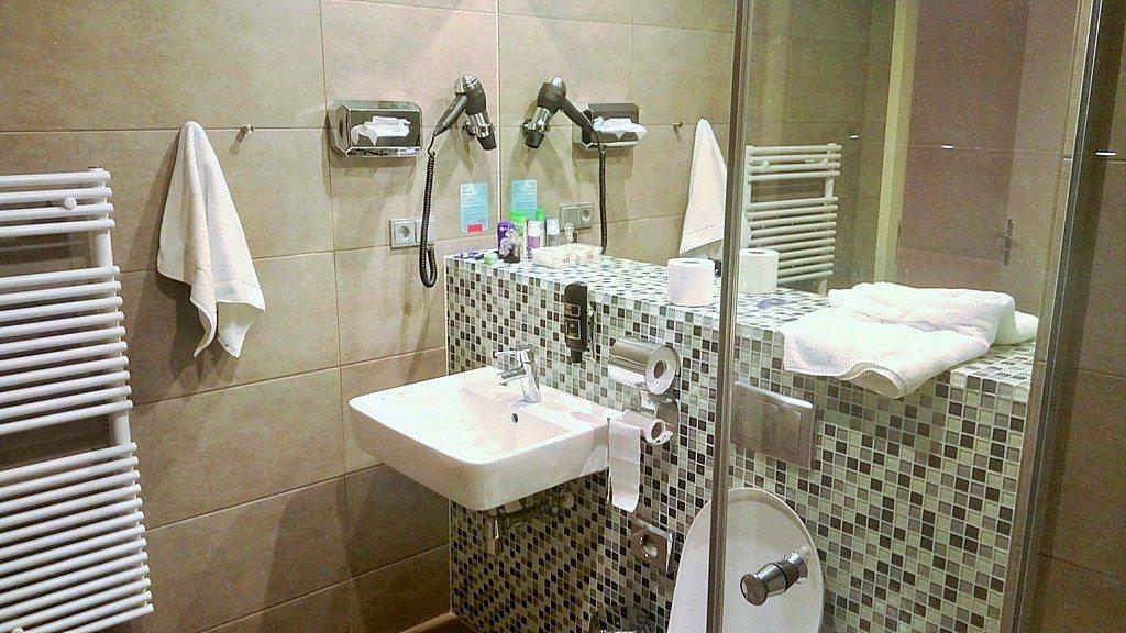 Ванная комната в Meininger Hotel в Амстердаме