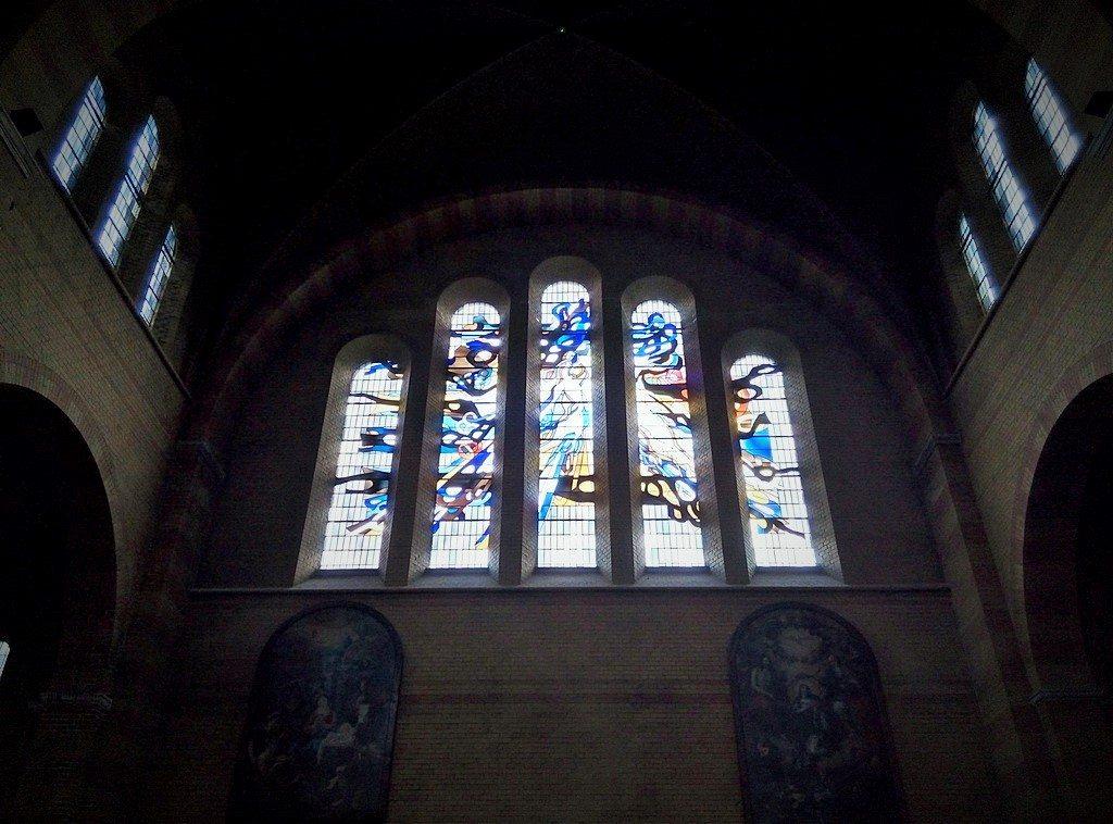 Витражи в церкви в Амстердаме