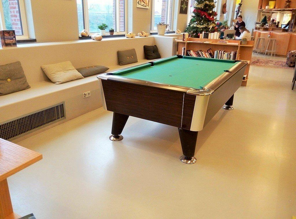Общая гостиная в хостеле Клинк Амстердам