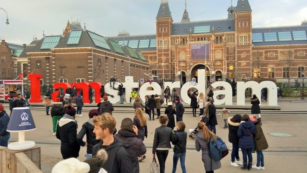 """Сфотографировать с надписью """"Я Амстердам"""""""