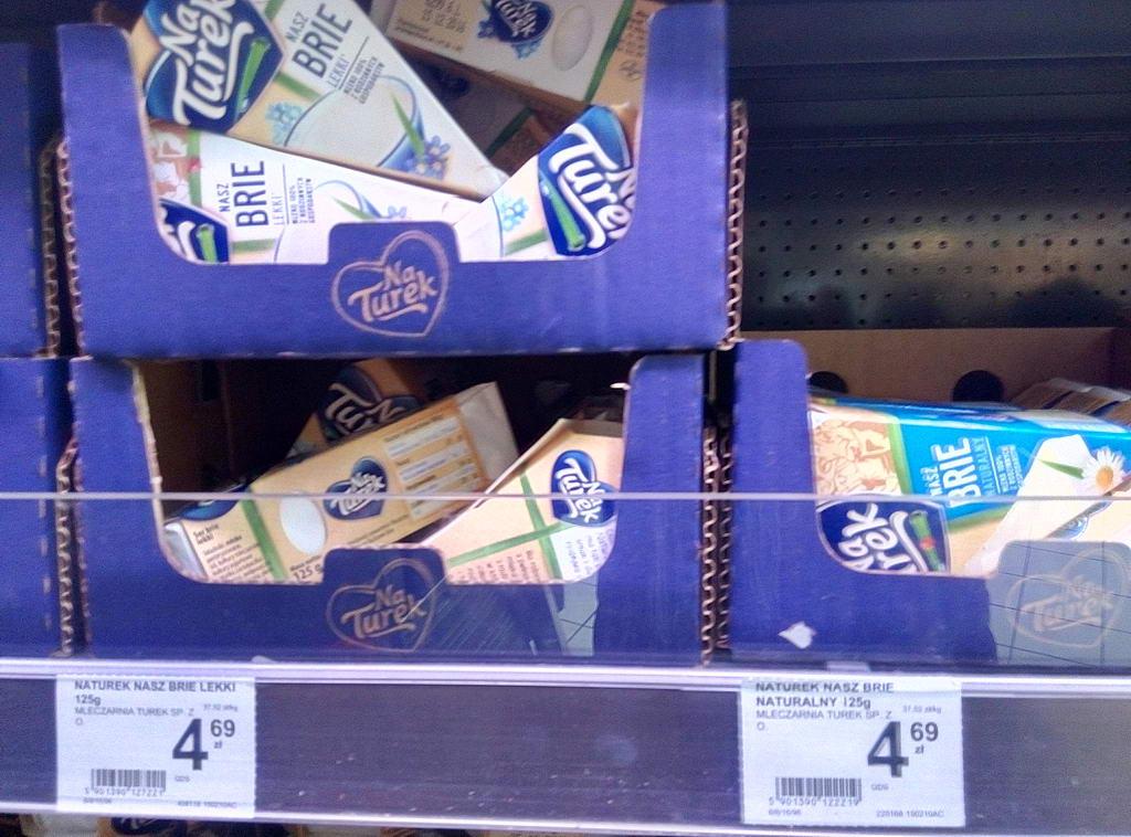 """Цены на сыр """"Бри"""" в супермаркетах Варшавы"""