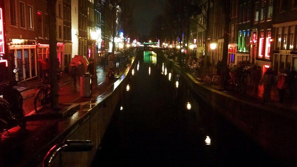 Квартал Красных Фонарей в Амстердаме - De Vallen