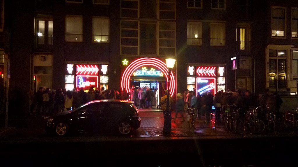 Улицы красных фонарей в столице Нидерландов - Амстердаме