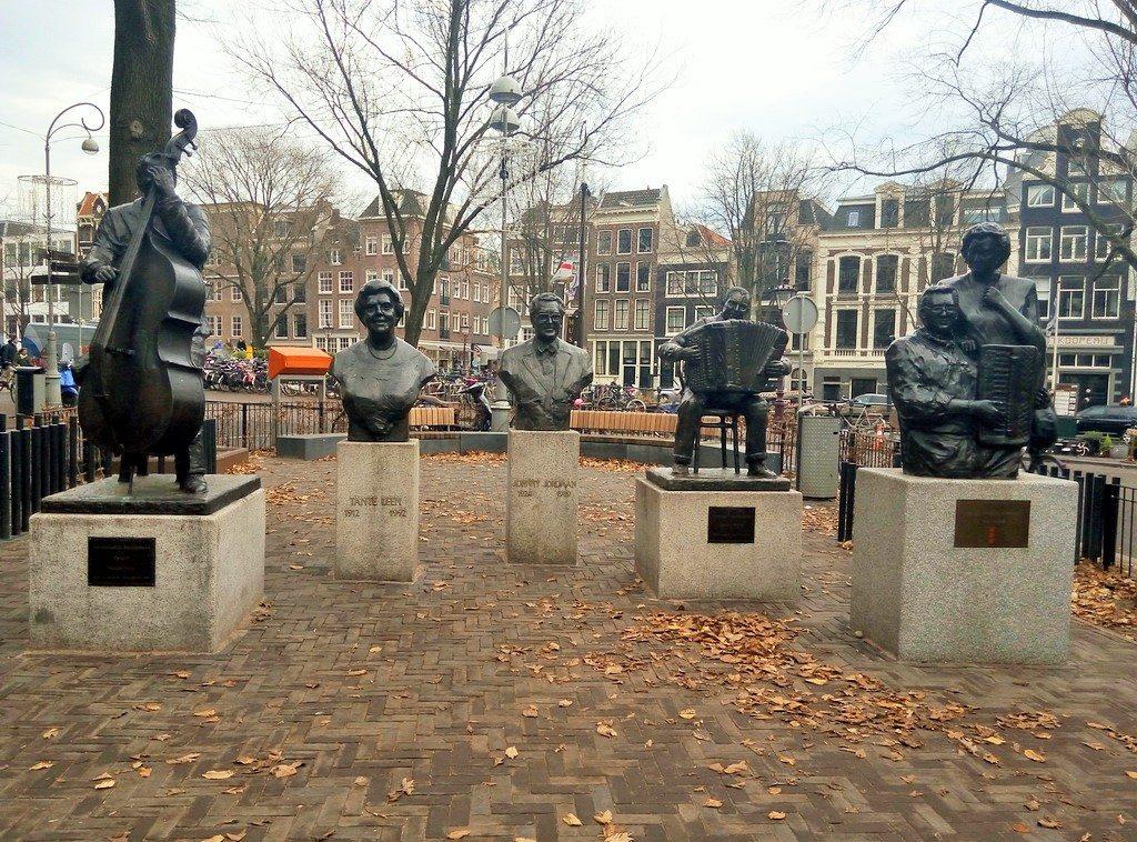 Бюсты композиторов в квартале Иордан в Амстердаме
