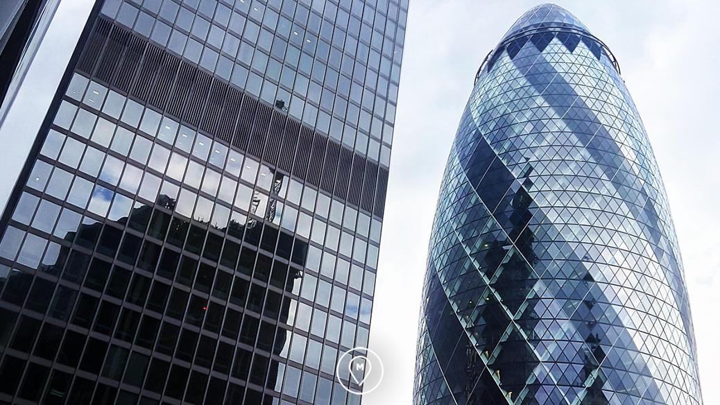 Небоскреб Mary Axe в квартале Сити в Лондоне