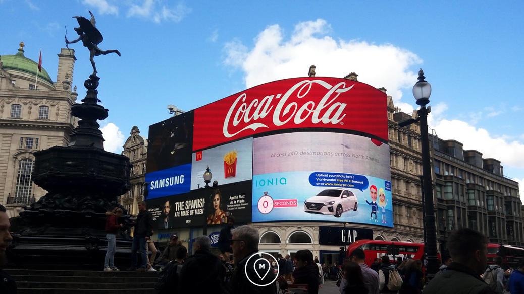 Рекламные щиты на Пикадилли в Лондоне