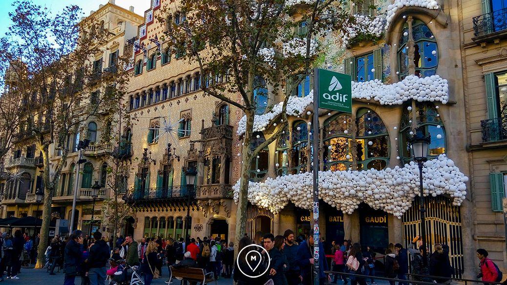 Вокруг дома Бальо в Барселоне